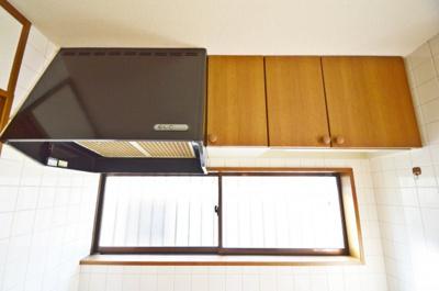 上部吊戸棚、換気扇