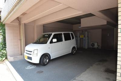 ◇屋根付き駐車場に車を止められます。一台のみ!お急ぎください♪