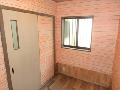 納戸2.25帖 キッチンの隣なので家事室としても。