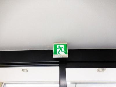 避難口誘導標識プレート
