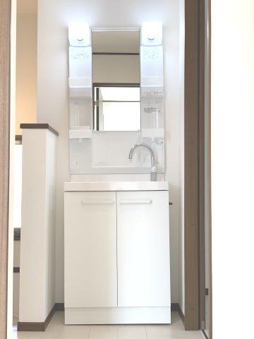 2階にも洗面化粧台があるので便利です。