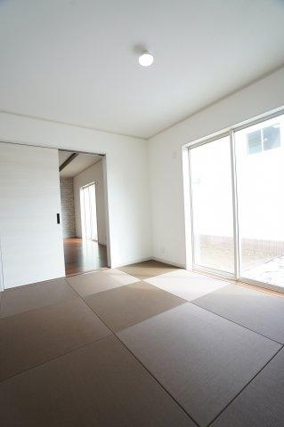 6帖 玄関から直接出入りできるので客間としても活用できます。