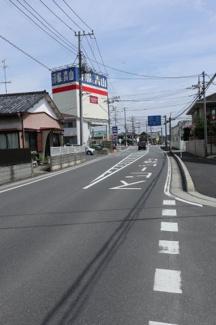 前面道路の写真です。物件は左側です。2019年7月13日 9:45頃撮影。