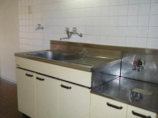 ガスコンロが設置可能なキッチンセットです