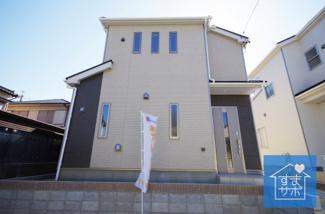 1号棟 現地(2019年5月)撮影 堂々完成しました!即入居可♪ 敷地面積158.06㎡(47.81坪)。 駐車並列2台可能。