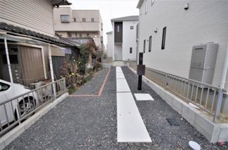 2号棟 現地(2020年1月)撮影 堂々完成しました!! 敷地面積179.92㎡(54.42坪)。 駐車並列2台可能です。