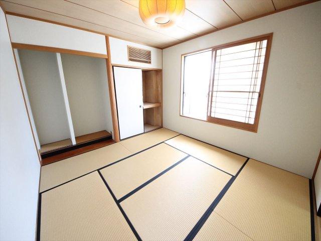 和室はルーフバルコニーに面して開放的です 8帖プラス床の間や前室もありこだわりの空間となっています