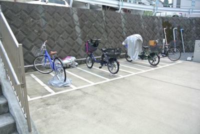 敷地内に駐輪場とバイク置き場を完備しています!自転車やバイクがあれば通勤・通学、お買い物にも便利です☆