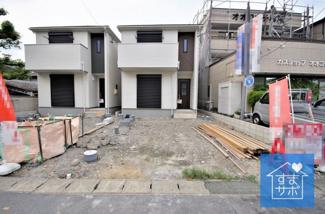 4号棟 現地(2019年8月)撮影 足場が外れ、外観完成しました! 敷地面積126.65㎡(38.31坪)。 駐車並列2台可能です。