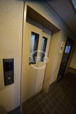 コレクション新町 エレベーター