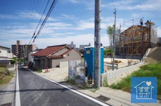 1号棟 現地(2019年6月)撮影 北東側幅員約3.81~3.82mの公道に接面(セットバック済)。