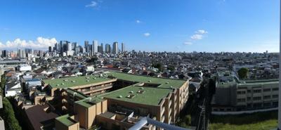 バルコニーからの眺望です。西新宿の高層ビル群を一望出来ます。
