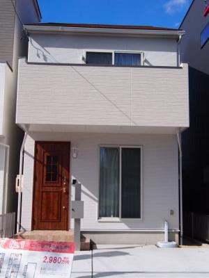 三角屋根がおしゃれで可愛らしいお家。屋根裏ロフトは13.5帖。