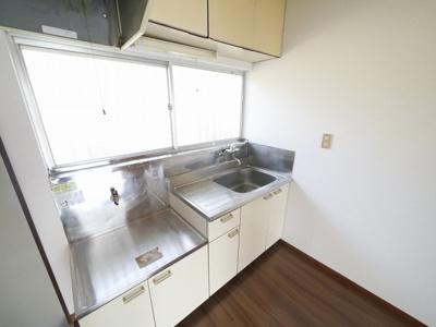 キッチン窓付きで換気しやすいです