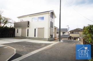 2号棟 現地(2019年4月)撮影 堂々完成しました!即入居可♪ 敷地面積143.60㎡(43.43坪)。 駐車2台可能。