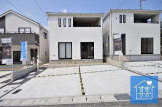3号棟 現地(2019年8月)撮影 堂々完成しました!即入居可♪ 敷地面積135.27㎡(40.91坪)。 駐車並列2台可能。