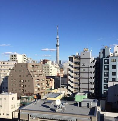 リビングからも洋室からも東京スカイツリーを望む