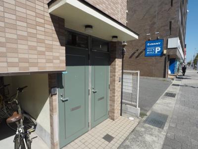 【エントランス】本山中町1丁目 2階建て