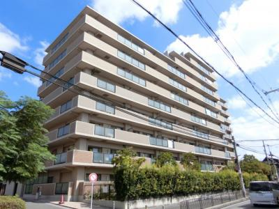 【現地写真】 RC造の10階建♪ 陽当たりの良いマンションとなっております♪