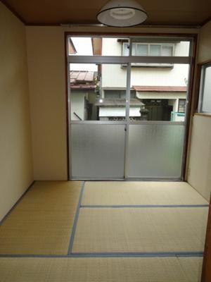 和室4.5帖(南側・西側に窓2面あります「)
