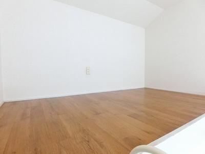 ロフトからの景観です!開放感のある洋室7帖のお部屋です☆