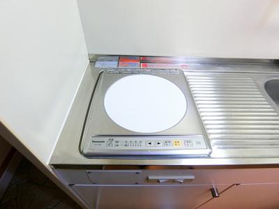 キッチンは1口IHクッキングヒーター♪IHは火を使わないので安心なうえ、お掃除もラクラク♪