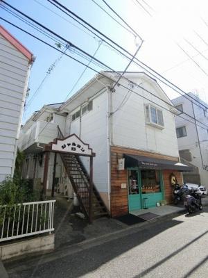 「百合ヶ丘」駅徒歩3分!スーパー・コンビニ・横浜銀行も近くて便利な立地の2階てアパートです♪