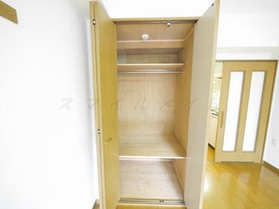 棚があり整理・整頓しやすいです。