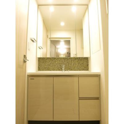 ルジェンテ・バリュ上野の独立洗面室です