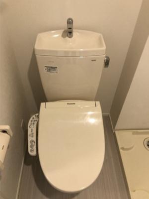 ローレンス ヒルズの落ち着いた色調のトイレです(同一仕様写真)☆
