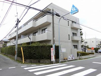 【現地写真】 鉄筋コンクリート造の3階建♪ 陽当たりの、良いマンションとなっております♪