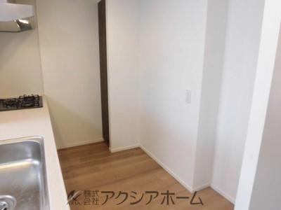 【キッチン】レーベン小手指REVOLVE