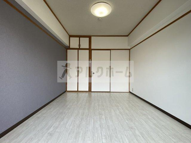 スタンドアップ柏原 洋室