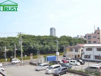 明石公園やプラウドタワーが望めます。