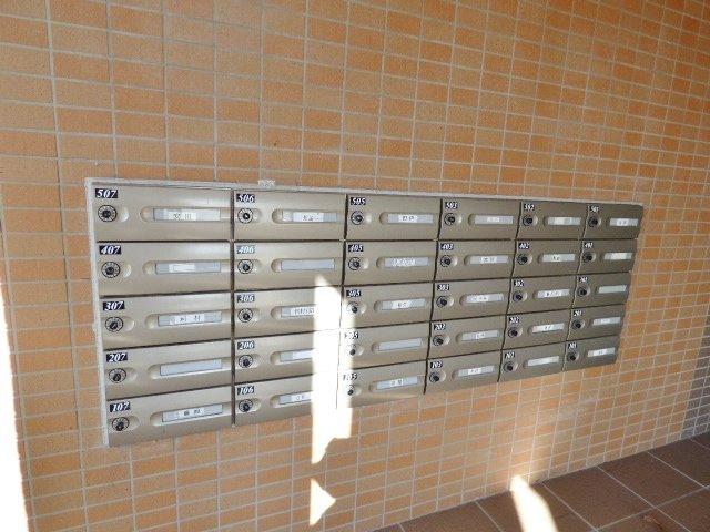 ダイヤルロック式の郵便受け。片手で開けられて施錠もかんたん。