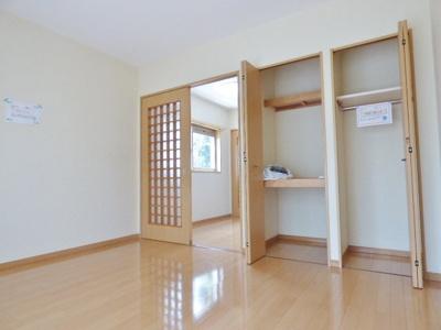 居室にある扉は引戸と折戸なのでお部屋を広く使えます。