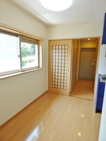 角部屋なのでキッチンスペースにも窓があり、採光・換気OK。