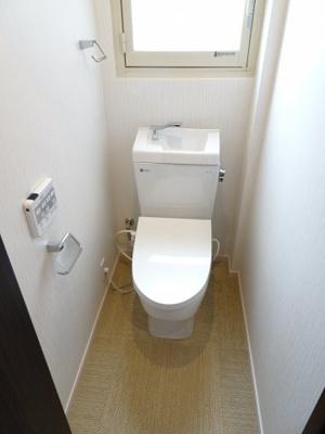 鶯谷マンション トイレは快適な温水洗浄機付き