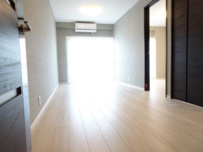 鶯谷マンション LDK12.5帖(玄関側から)