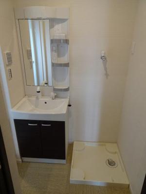 鶯谷マンション 独立洗面台&洗濯機置き場