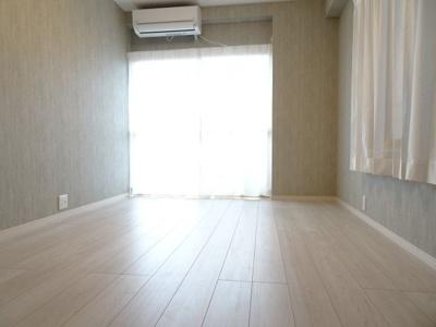 鶯谷マンション 洋室6帖(クローゼット側から)
