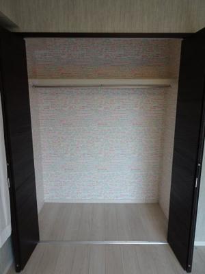 鶯谷マンション 洋室6帖にある約1間分のクローゼット