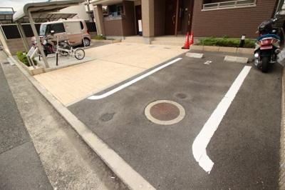 【駐車場】ローレルハウス