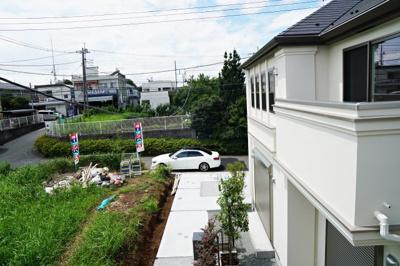 分譲地として区画整理された高級住宅地は、時を重ねることで更なる雰囲気を醸し出し、誰もが素直にそこに住みたいと思う。