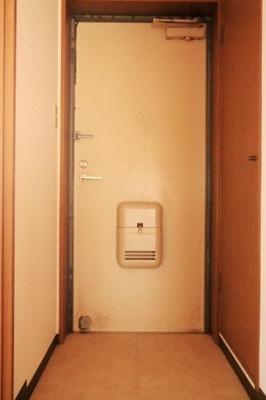 【玄関】ホワイトレジデンス1