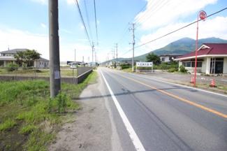 県道筑西つくば線沿いです。