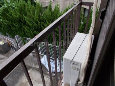ハウス篠崎8号棟の外からの目が気にならないバルコニーで洗濯物が干せます☆