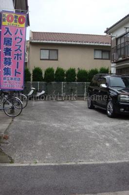 ハウス篠崎8号棟の駐車場スペース☆