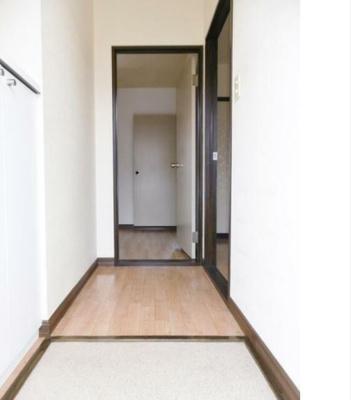 玄関(202号室の写真です)