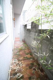【庭】阪野ビル
